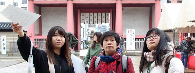 聖徳太子が建立した四天王寺を巡る外国人旅行者向けツアーを学生たちが実施